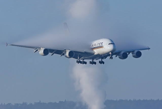 Airbus A380-800 Singapore Airlines Smokey-on