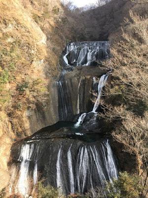 新観瀑台から見る袋田の滝