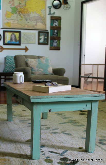 coffee table, paint makeover, furniture transformation, DIY, pallet furniture, http://goo.gl/hf68fG