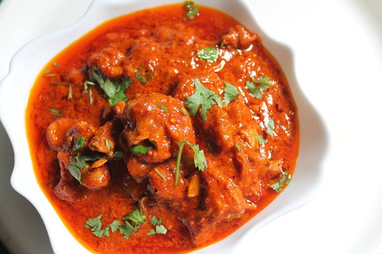 Spicy Indian Red Chicken Curry Recipe - Yummy Tummy