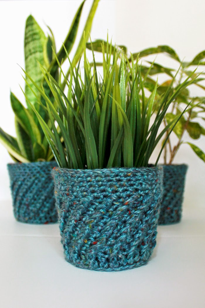 Spiral Crochet Planter Cover | Crochet a spiral planter cover for your 4-inch plants with this quick pattern. | The Inspired Wren