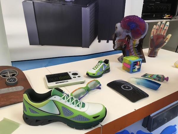 Stratasys新款工業級3D列印機J750能夠直接一體列印出多彩的模型,不過要價不菲,千萬元起跳。(圖片來源:詹子嫻攝)