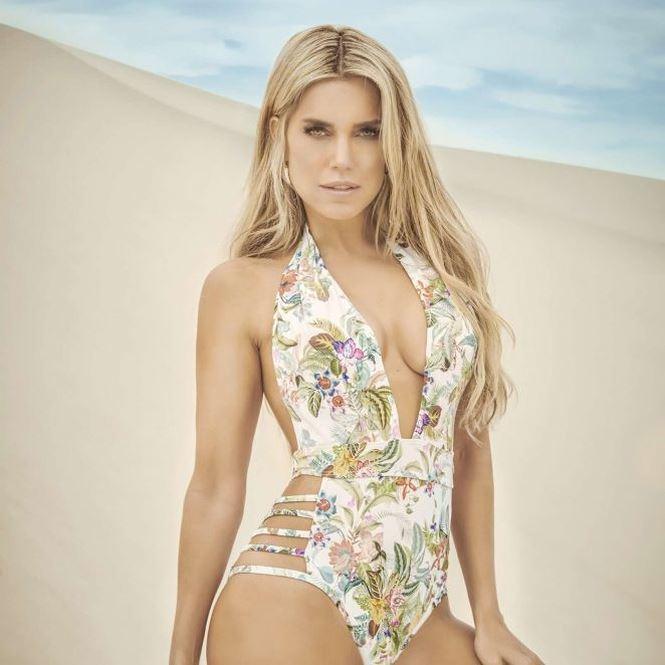 Ngắm Sylvie Meis - vợ cũ của Van der Vaart đẹp hút hồn với bikini -1