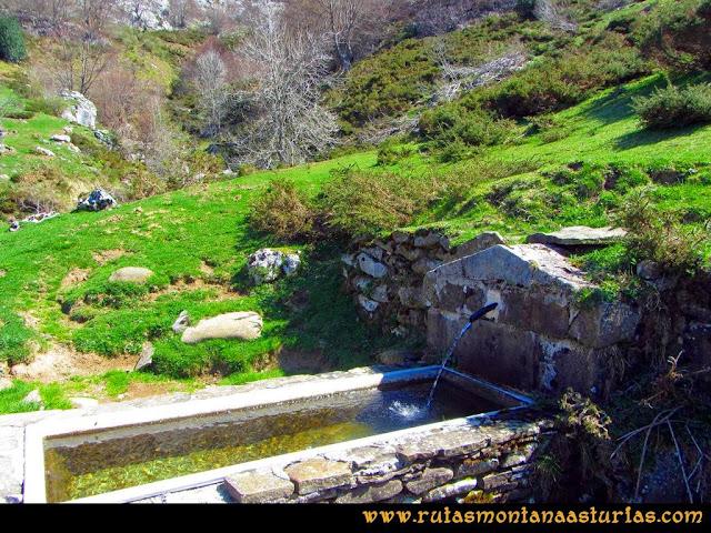 Ruta al Campigüeños y Carasca: Fuente en la Majada de Melordaña
