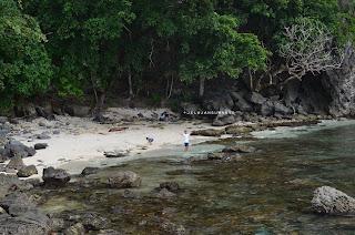 Pantai tersembunyi di bawah Bukit Pulisan, Likupang Timur, Minahasa Utara, Sulawesi Utara +jelajahsuwanto