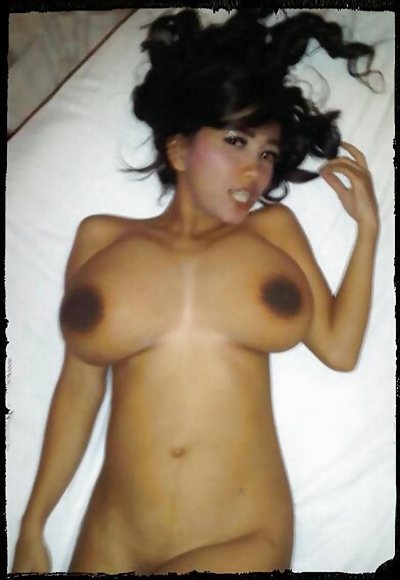 gambar bokep tante girang semoktoket brutal besar puting hitam lagi sange telanjang mau ngentot di hotel,cewek igo bugil tetek besar