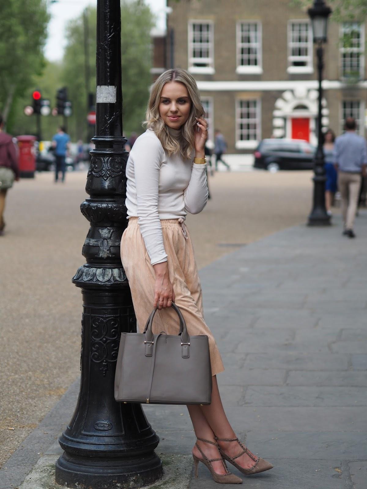 Ellie Adams - The Elle Next Door