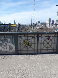 """When we go we´re taking you with us!"", Streetart, Poster, Urbanart, Graffiti, Biene, Hackerbrücke, München"