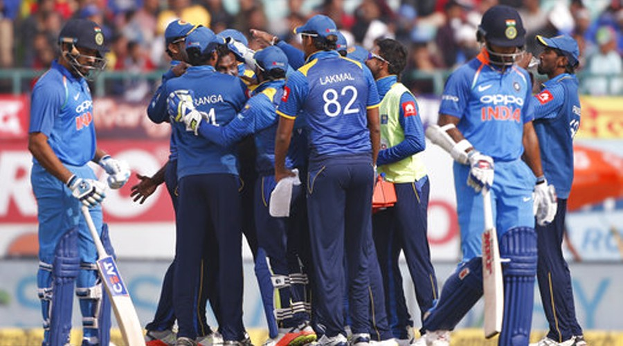இலங்கையுடன் படுதோல்வி: நம்பர் 1 இடத்துக்கான வாய்ப்பு இந்தியாவுக்கு பறிபோனது India look to top ODI rankings in Sri Lanka series