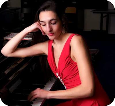 recital neconventional cu pianista Julie Alcaraz