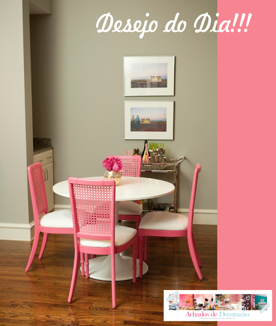 Blog Achados de Decoração. Mesa de jantar. Cadeiras Cor de Rosa.