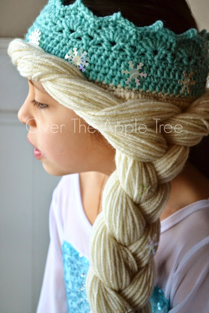 Crochet Elsa Crown With Hair, free pattern >> Over The Apple Tree