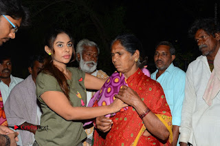 Actress Sri reddy (apthatrust director) Distrubuted Blankets for Orphans at Sai Baba Temple  0054.JPG