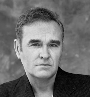 Morrissey : Οι πολιτικοί ζουν στον δικό τους γυάλινο κόσμο. Ο απλός κόσμος την πληρώνει πάντα...