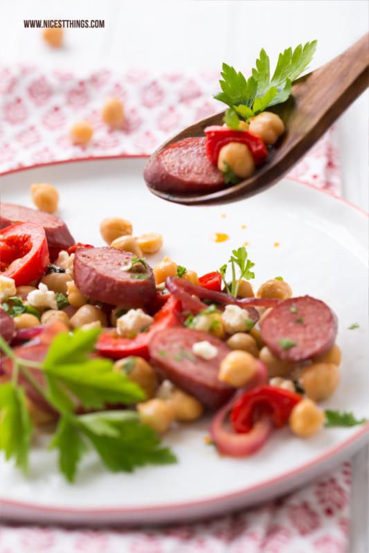 Kichererbsen Salat Rezept mit Feta, Paprika und Kabanossi