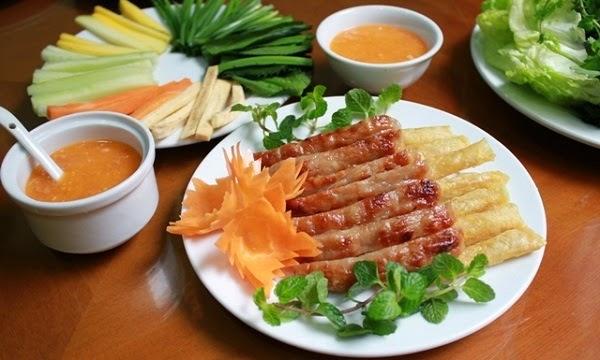 hấp dẫn món nem nướng Nha Trang