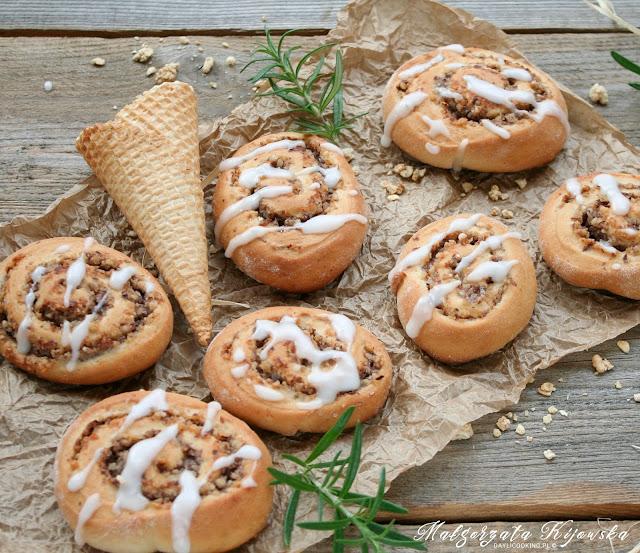 ciasto drożdżowe, słodkości, wypieki drożdżowe, orzechy, z orzechami, masa orzechowa, daylicooking, Małgorzata Kijowska