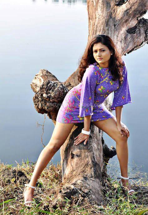 Ameesha kavindi latest hot stills