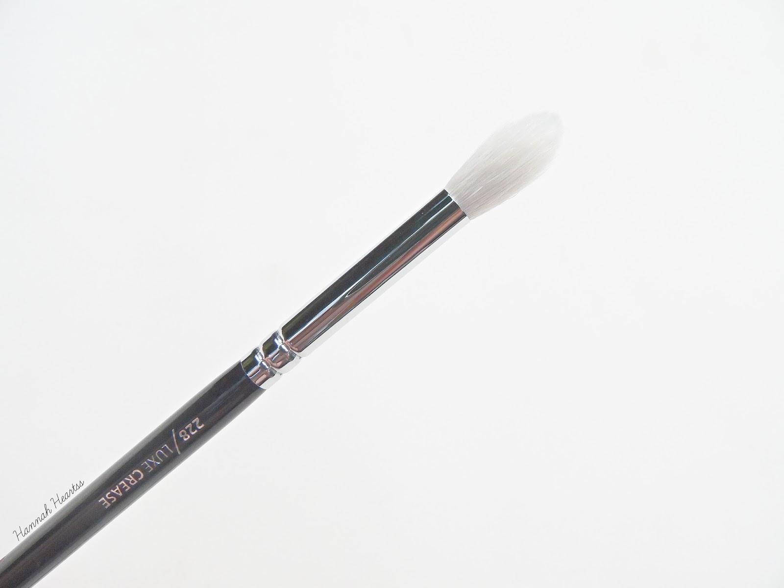 Zoeva 228 Luxe Crease Brush Review