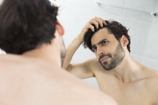 عشرون سبباً من أسباب تساقط الشعر وكيفية التغلب عليها