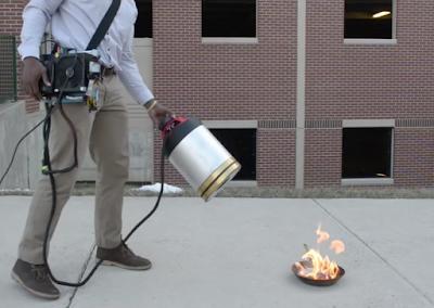 Dos estudiants d'enginyeria han inventat un extintor d'incendis sònic