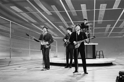 Judul Lagu The Beatles Persembahan Untuk Seeorang