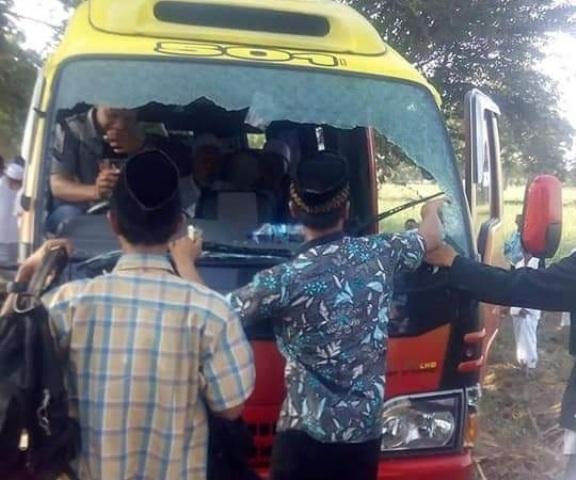 Innalillahi! Pulang Istighosah Kubro, Mobil Rombongan NU Blitar Dilempar Batu