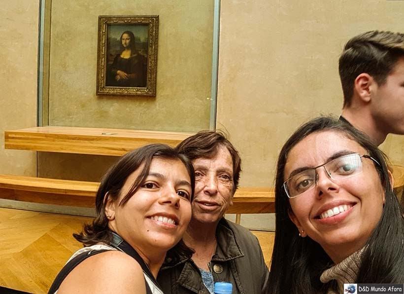 Selfie com a Mona Lisa no Museu do Louvre - Diário de Bordo - 3 dias em Paris