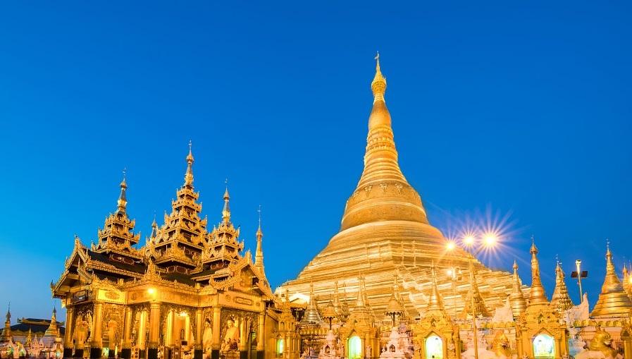 Yango's Shwedagon pagoda at dusk