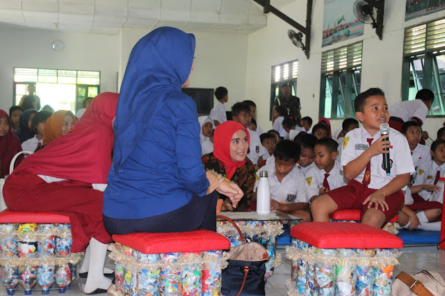 Siswa SD  & SMP Kartika IX-1 Makassar Terima Sosialisasi Ecobrick dari Ketua Yayasan Kartika Jaya