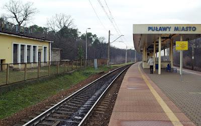 http://fotobabij.blogspot.com/2016/01/zdjecie-dworzec-pkp-puawy-nieliczni.html