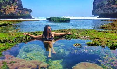 Wisata Pantai Batu Bengkung