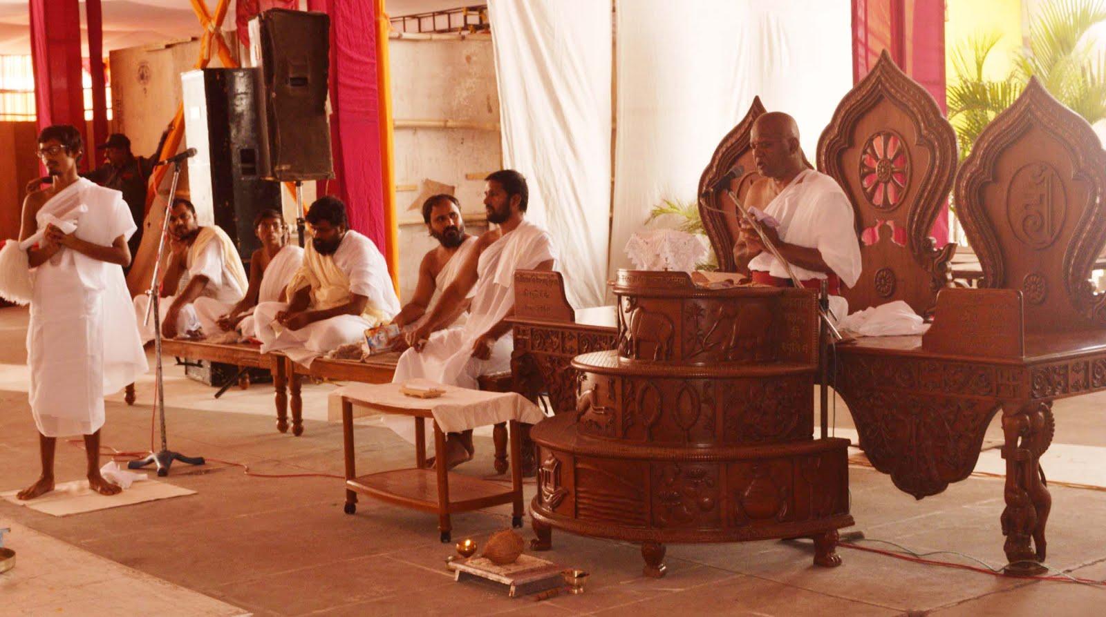 In-the-Mohankheda-pilgrimage-the-initiation-process-started-in-the-eyes-of-Acharyashree-श्री मोहनखेडा तीर्थ में आचार्यश्री की निश्रा में वृहत्त दीक्षा विधि प्रारम्भ हुई