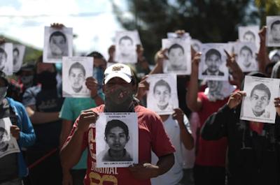 Keluarga 43 Pelajar Hilang Tuntut Keadilan - tingkap berita