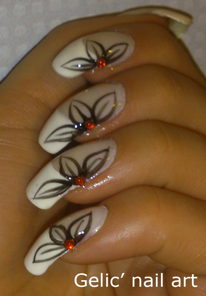 Gelic' nail art: Side-flower french manicure