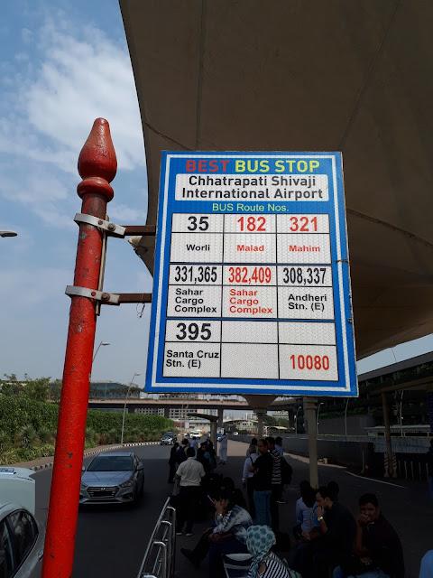 Bus Stop de l'aéroport de Bombay pour la Gare Ferroviaire d'Andheri
