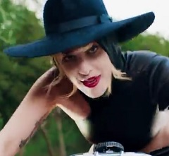 Lady Gaga lança clipe de John Wayne
