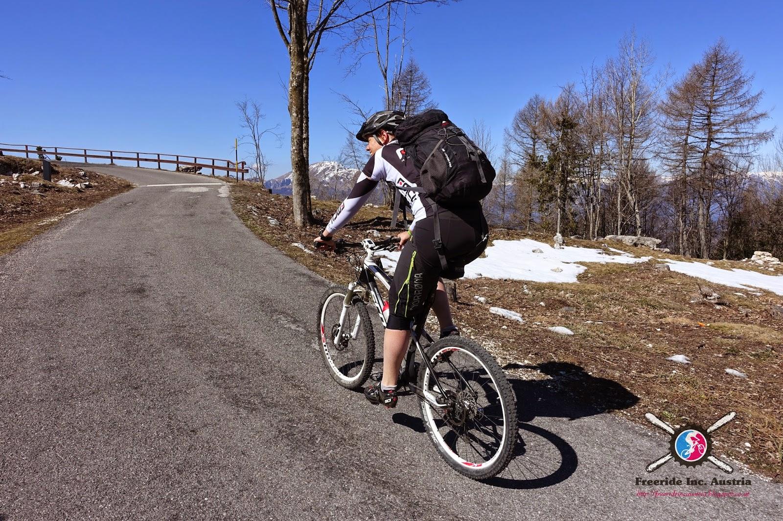 Straße auf den Monte Zugna