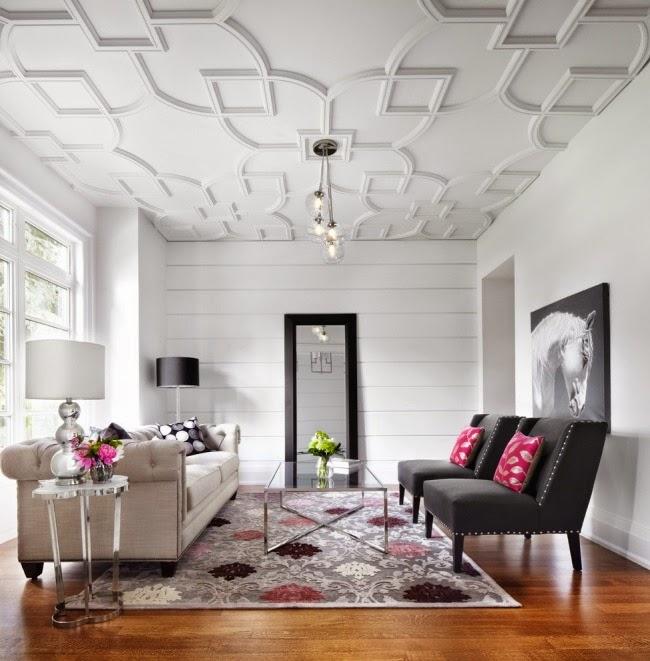 sala con techo decorativo