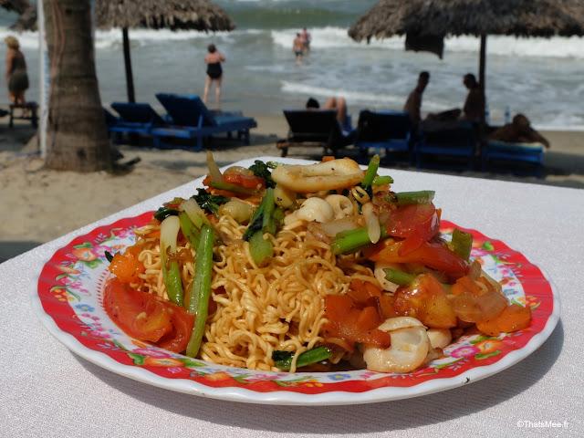 nouilles sautées mer plage resto mama ly hoi an cua dai