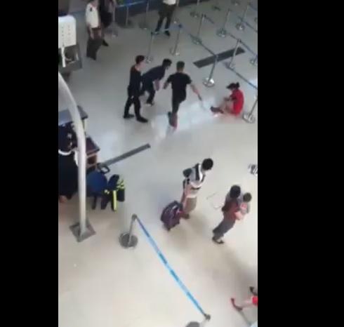 Nữ nhân viên Vietjet bị các anh xã hệ đánh không thương tiếc