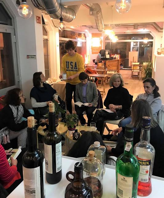 1.º encontro Livros à Sexta de 2019 leitoras à mesa armazem de ideias ilimitada