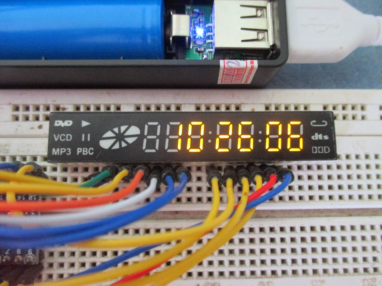 Simple arduino clock using old dvd player display