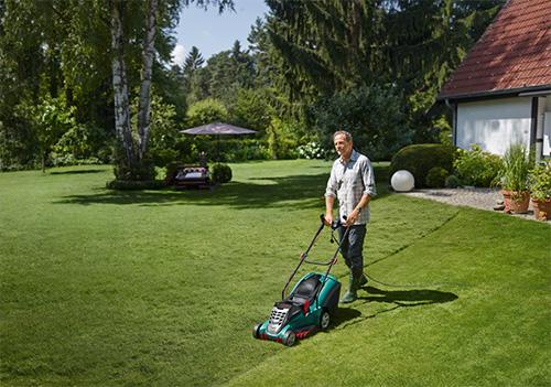 La surface de ma pelouse est-elle adaptée à une tondeuse électrique ?