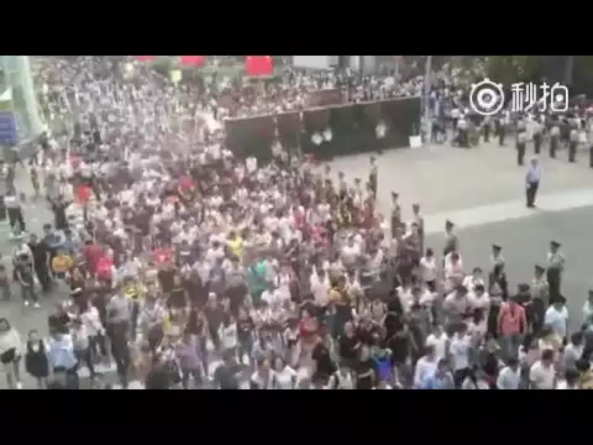 還有俄國媒體報導說,在把中國城市人口的公開數字加到一起之後,才得出了2.8億人口。根據城鄉人口對半的慣例,中國實際人口應該在5億左右。即使中國情況特殊,農村人口占比例更多,人口也不應該超過8億。