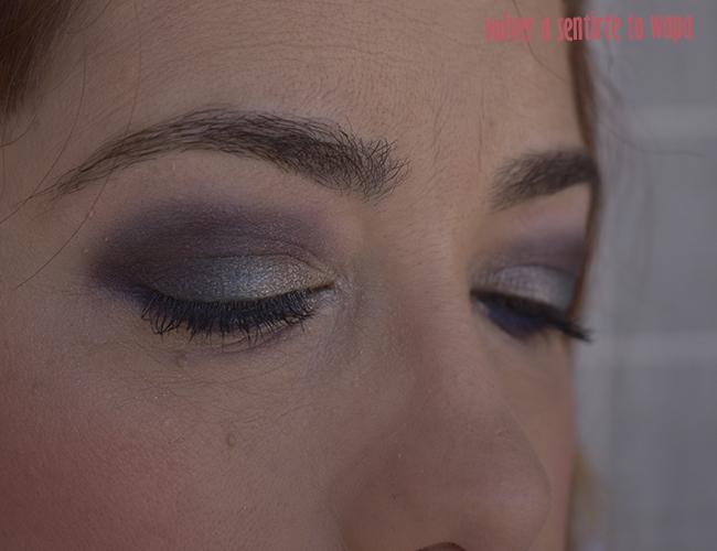 Maquillaje con ojos duocromáticos en dorado, azul y morado