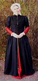 http://evashistoricalcostumes.blogspot.se/p/a-gown-based-on-portrait-by-anthonis-mor.html