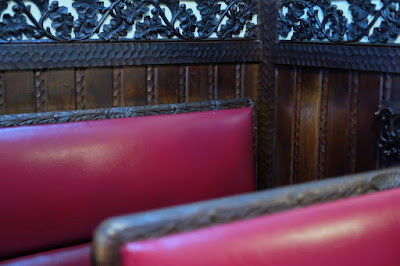京都市西木屋町のカフェ 喫茶ソワレ 椅子と装飾