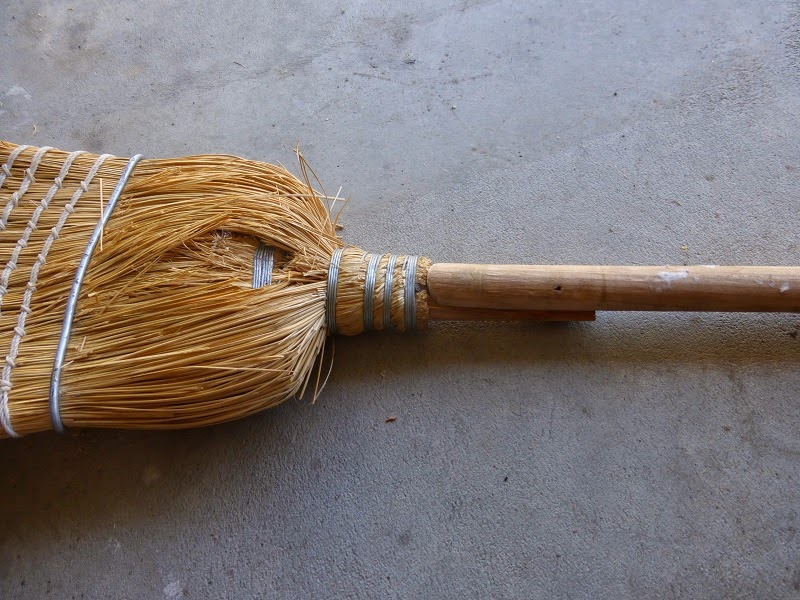 broom and handle fit together