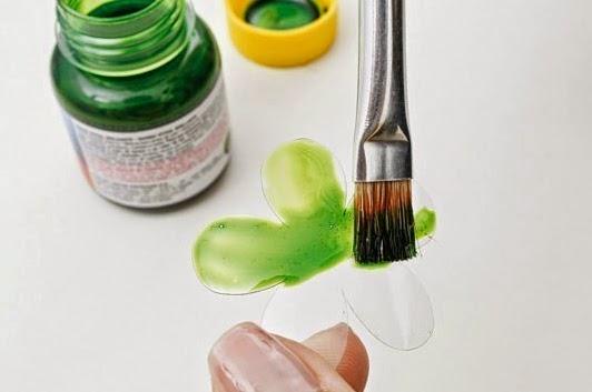 Hacer flores con botellas de plástico DIY